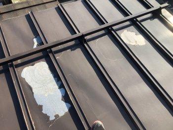 屋根塗装の剥がれ
